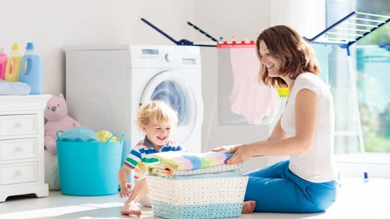 How to clean a washing machine with agitator